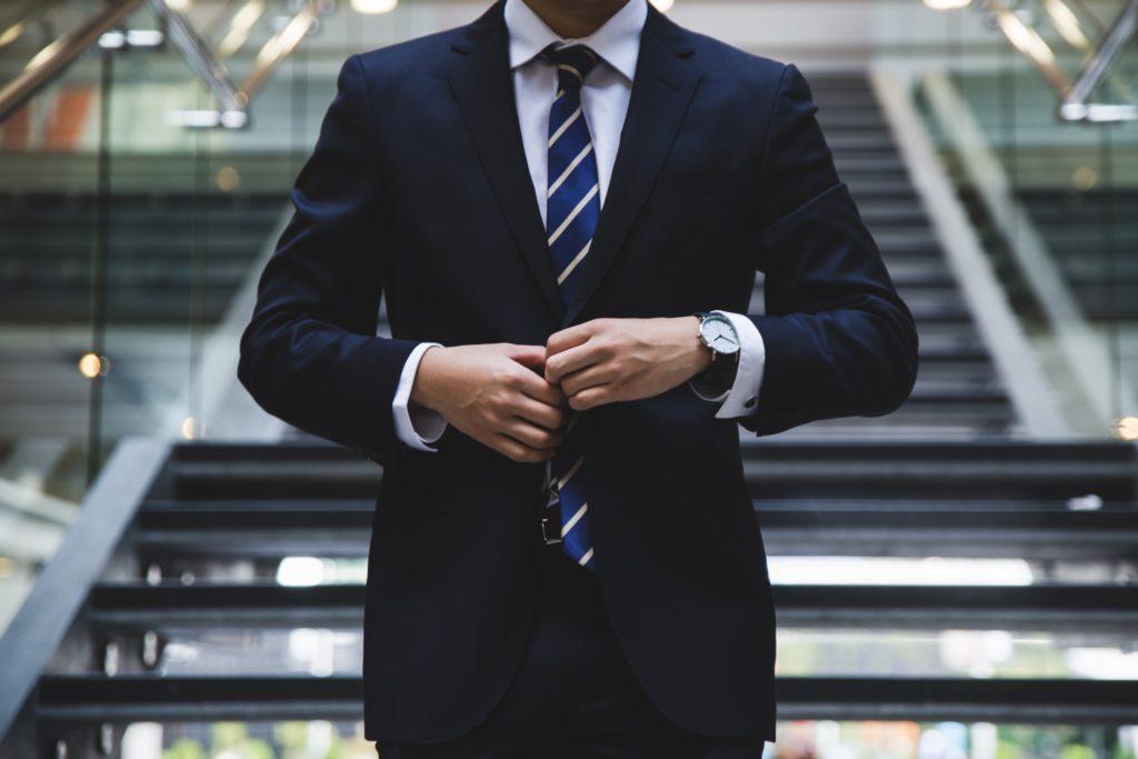 Der Armani Herrenanzug für Business und Freizeit