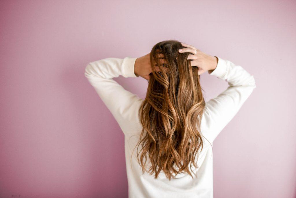 Schonende Haarwäsche ohne Silikon für die Kopfhaut