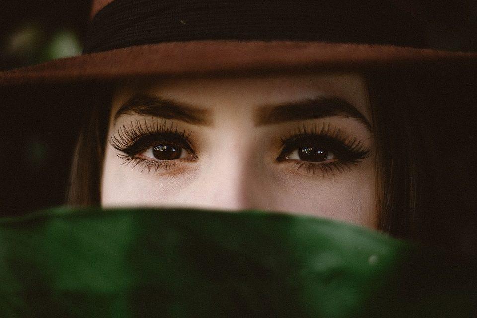 Wasserfester Augenbrauenstift für alle Situationen