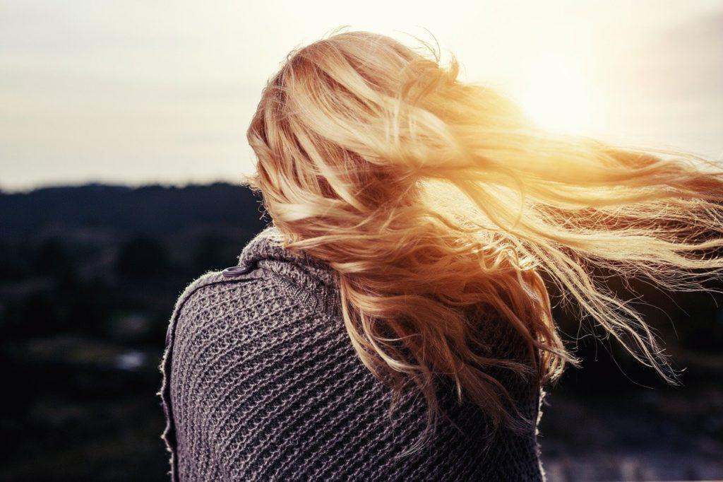 Haarspray ohne Alkohol – Der schonende Haarstyler