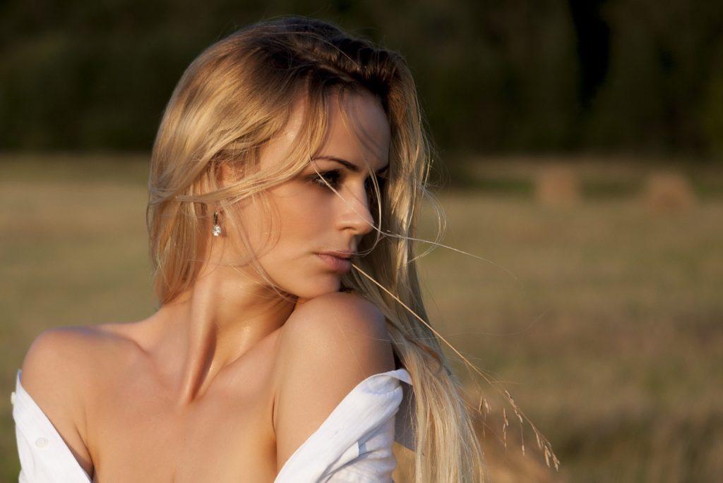 Hellaschblond Haarfarbe – Der neue Trend für Blondinen